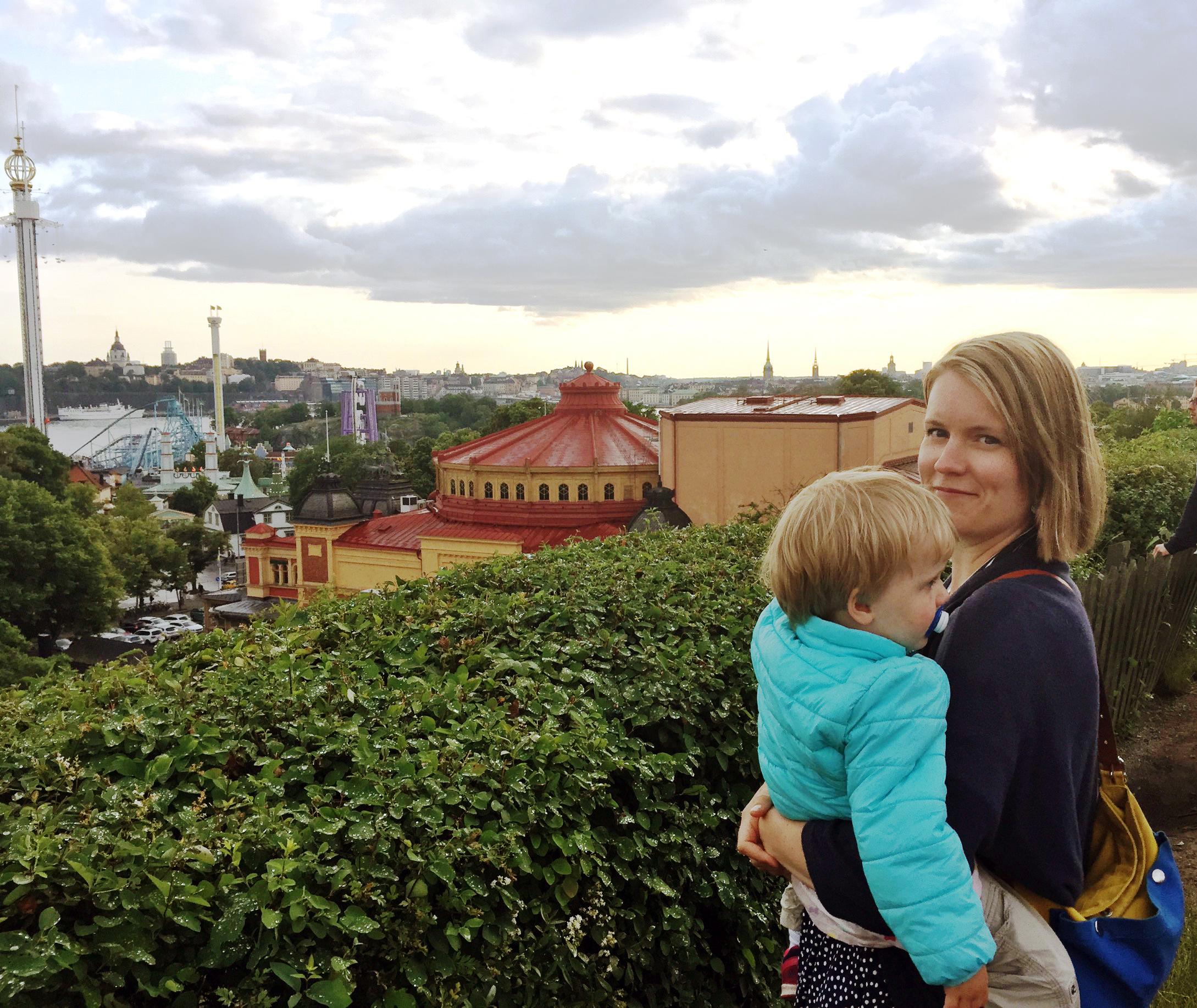 Marianne Sundholm tillbringade två måndader på Svenska Dagbladets redaktion som Kulturfondens språkbadsstipendiat i somras. Hela familjen tillbringade sommaren i Stockholm. Mycket lärorikt, och ett välkommet avbrott i vardagen, tycker Sundholm.