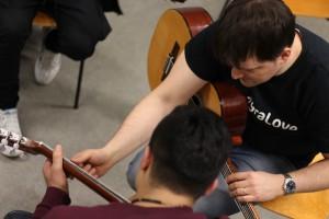 Lauri Salokoski tycker att musikklubben för asylsökande pojkar känns som ett viktigt projekt.