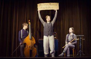 Folkmusik och berättelser till skolorna