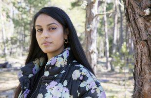 Nayab Ikram får pris för sin fotokonst