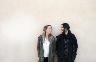 Annika och Alexandra på Unga scenkompaniet vitaliserar teaterlivet i svenska Österbotten